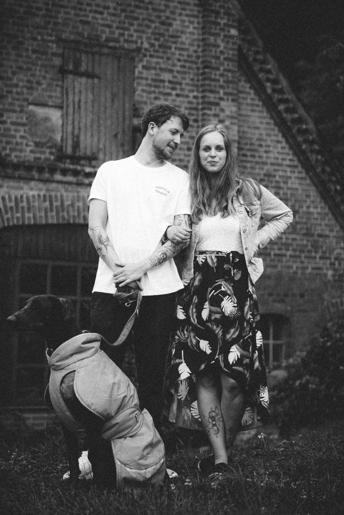 Sophie Peschke, Foto mit Hund, Paar-Fotografie, Liebe, Couple Photoshooting, Verlobungsfotoshooting, Verlobung, Hochzeit