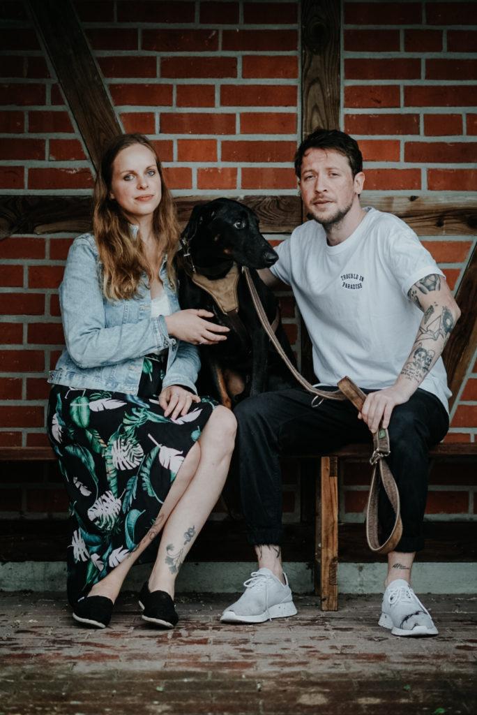 Sophie Peschke, Paar-Fotografie, Liebe, Couple Photoshooting, Verlobungsfotoshooting, Verlobung, Hundeshooting, Fotoshooting mit Hund, Dobermann, Hochzeit
