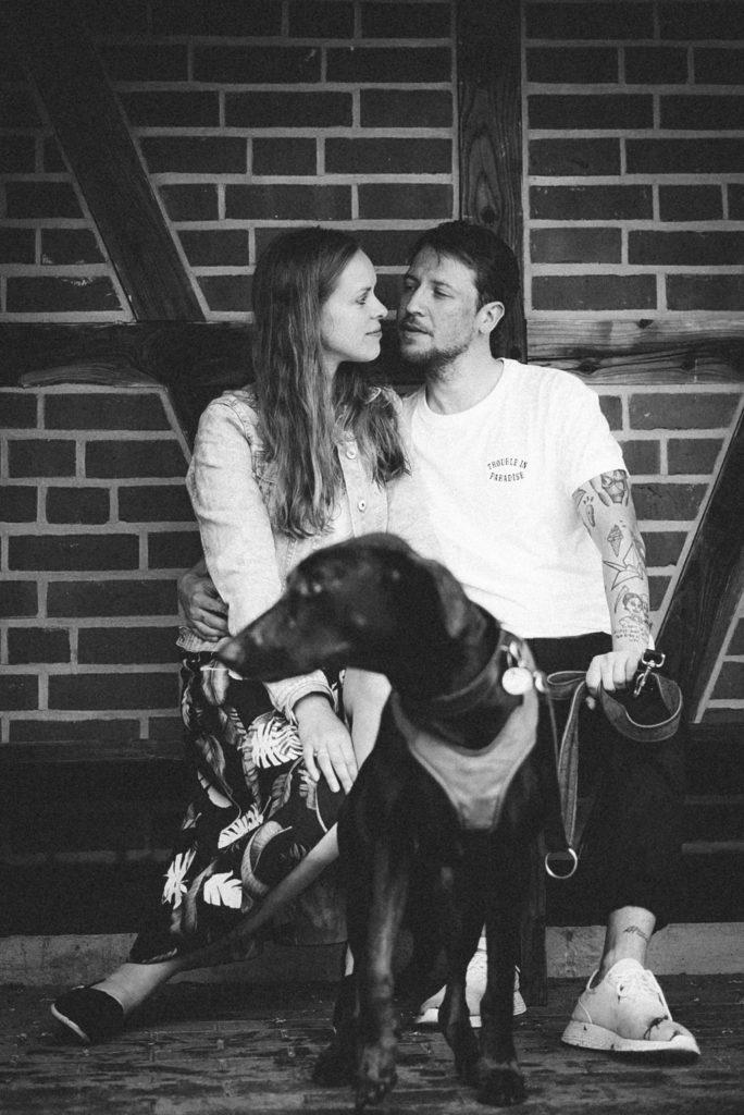 Sophie Peschke, Fotoshooting mit Hund, Paar-Fotografie, Liebe, Couple Photoshooting, Verlobungsfotoshooting, Verlobung, Hochzeit